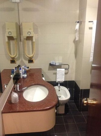 Crivis Hotel: Bathroom