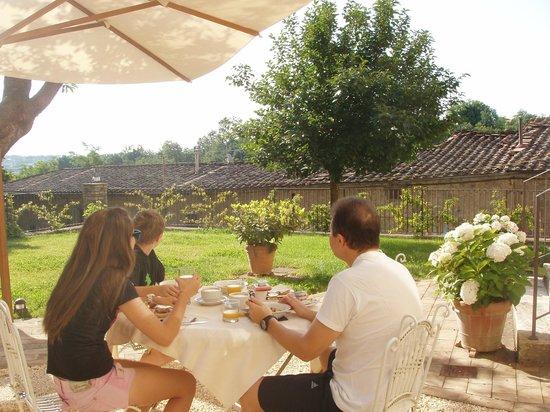 B&B Arnolfo: breakfast in the garden