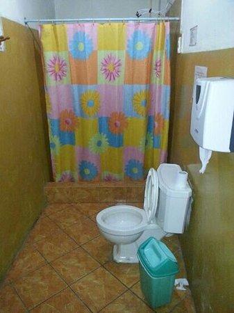 Hospedaje Brabant Hostel: baño ok