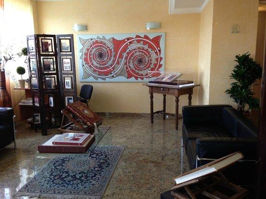 Residenza Fontanelle: sala attesa di fronte alla reception