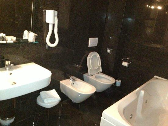 Residenza Fontanelle: bagno camera 103
