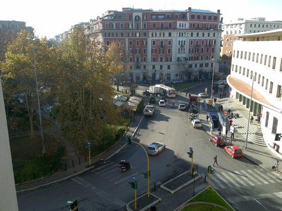 Hotel Laura: Veduta di Piazza Bologna da uno dei balconi dell' Hotel
