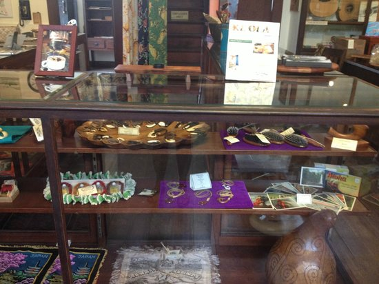 Keauhou Store: Display of vintage Hawaiiana.