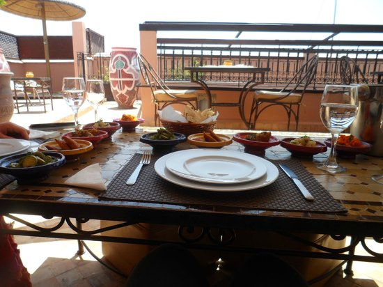 Riad Dar Beldia: lunch when we arrived