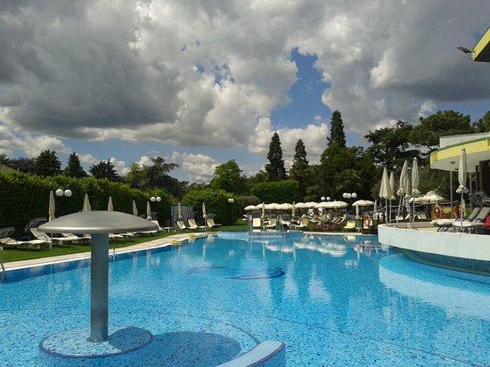 Esplanade Tergesteo: La piscina esterna