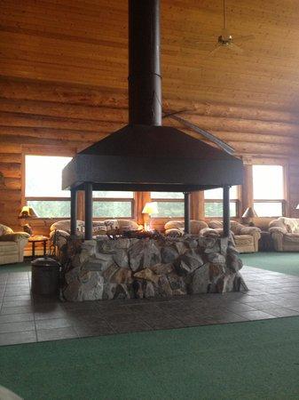 Glacier Bay's Bear Track Inn: The lobby of the lodge