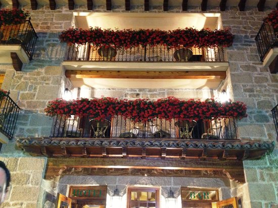 Hotel Nava Real: The balconies with flowers