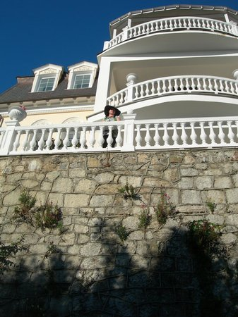 Hotel Tea Hill : Вид главного корпуса  со стороны сада