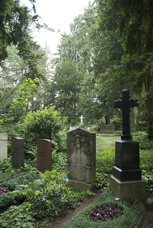 Hauptfriedhof : Acres of headstones
