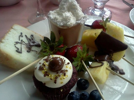 Crown Room Brunch at Hotel del Coronado: Desserts, Bailey's Mousse!