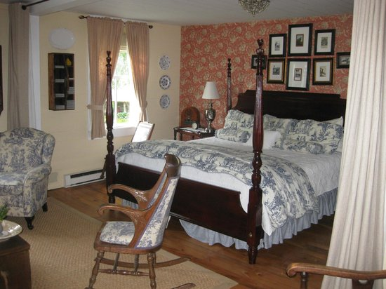 The Mast Farm Inn: Nell's Room