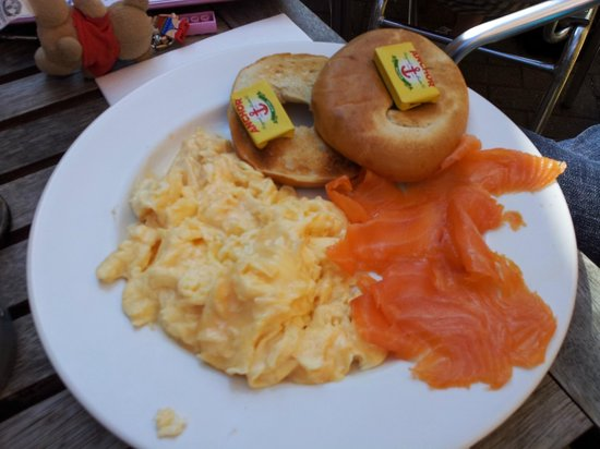 Cafe on the corner: Bagel salmon and egg