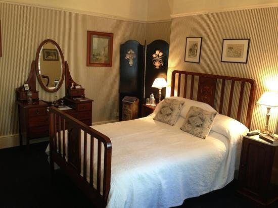 Buxton's Victorian Guest House: Room 4