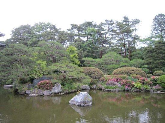 Rinnoji Temple: 池泉