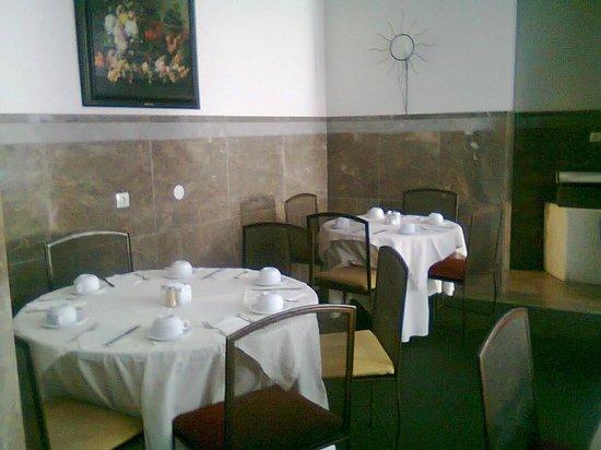 SANA Executive Hotel: Sala breakfast