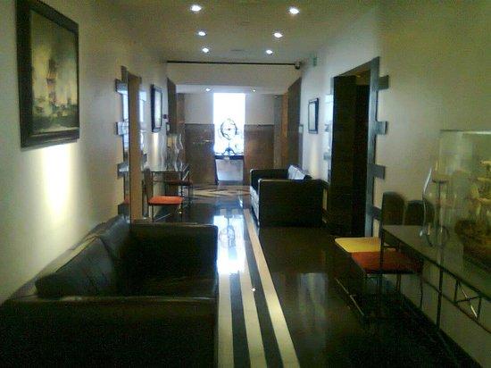 SANA Executive Hotel: Corridoio reception