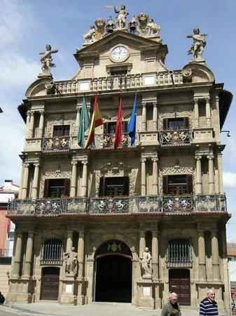 Town Hall : El ayuntamiento de Pamplona