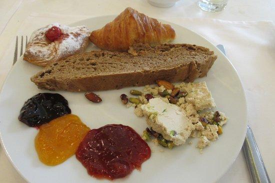 Movenpick Resort & Residences Aqaba : kleine Auswahl vom Frühstücksbuffet