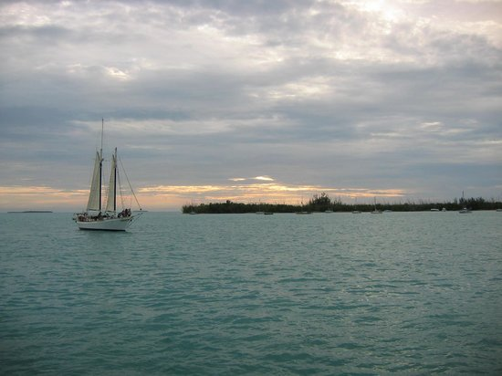 Key West Bayside Inn & Suites: Famous Key West sunset.