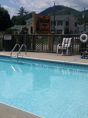 The Balsam Motel & Cottages : Pool