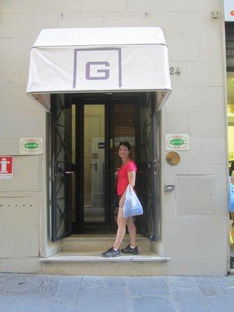 Globus Hotel: Entrance to hotel