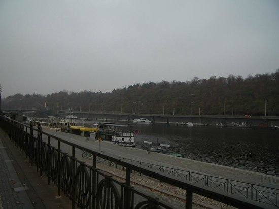 Clarion Hotel Prague Old Town: Hotel is right next to river