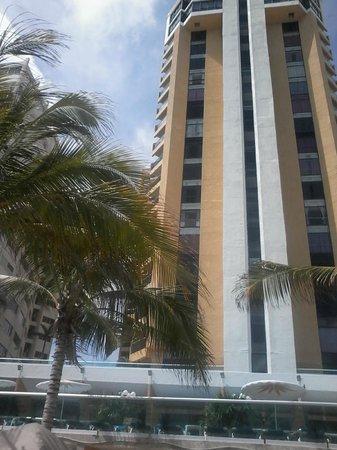 Copacabana Beach Hotel: vista frontal de hotel desde playa