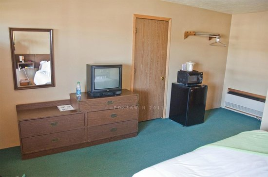 Munising Motel: TV, Fridge, Microwave