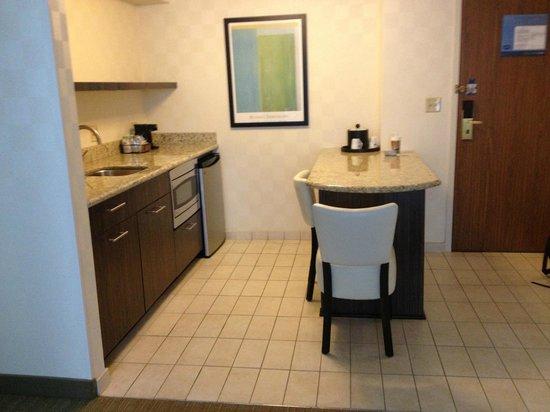 Hampton Inn & Suites Chicago - Downtown : Kitchenette