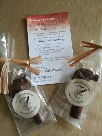 Kimpton RiverPlace Hotel: Nice note and choc. from Engineer