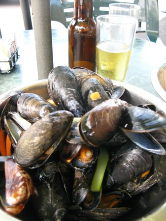 The Cranford Inn: this pot of mussels won on my quest to find the best!