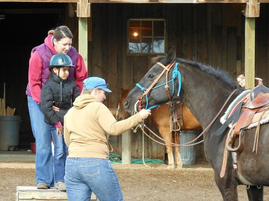 Long Hollow Guest Ranch : Katie getting a mount ready