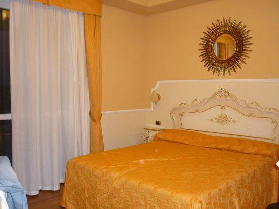 Hotel Confine : camera doppia matrimoniale
