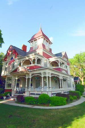 The Grand Victorian B&B: front exterior using a macro lens