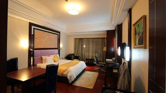 Grand Plaza Hanoi Hotel: デラックスルーム(キングサイズベッド)