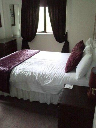 Rosecraddoc Manor: Downstairs Double Bedroom
