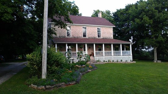 Stonehill Bed & Breakfast: The front of the B&B