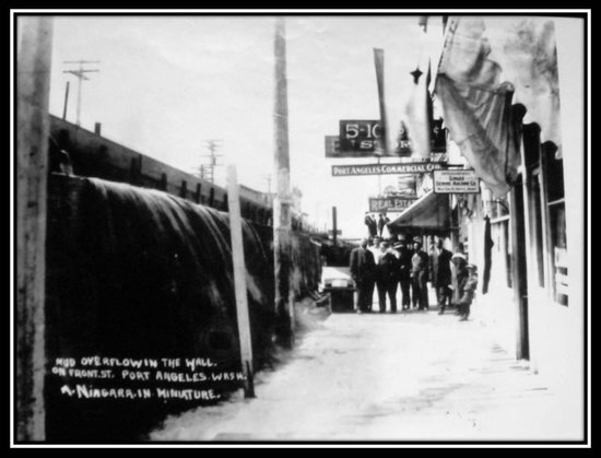 Port Angeles Underground Heritage Tours: People standing in the sunken sidewalks in 1914