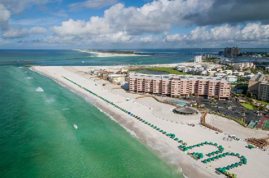 Jetty East Condominiums: Look at our long beautiful beach where you can enjoy fun all day and night.