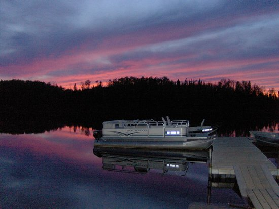 Loon Lake Lodge: Red sky at night, Loon Lake delight
