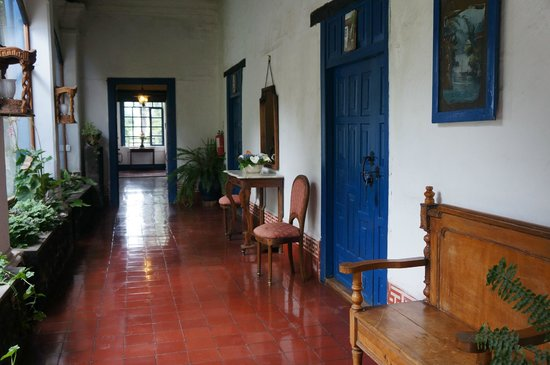 Hacienda Pinsaqui: Entry hall