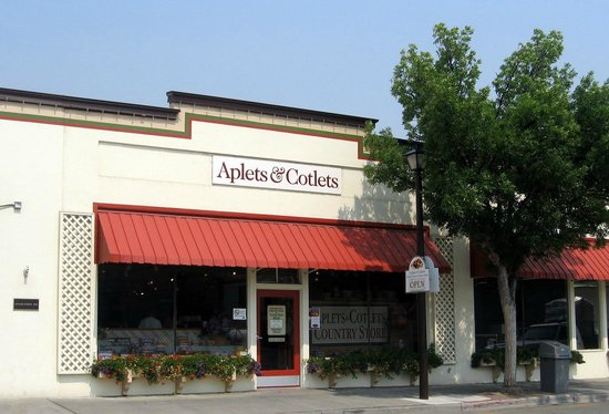 Aplets & Cotlets Candy Kitchen & Country Store: Liberty Orchards Candy Store
