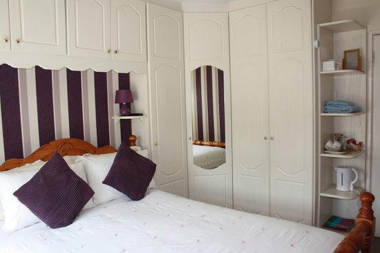 Seamount House: Double Standard Bedroom