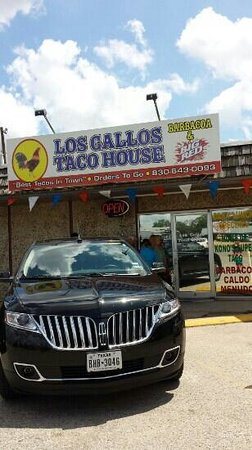 Los Gallos Restaurant: Outside of building.