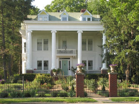 Ruddick-Nugent House: Front view, with Lizzie's Room balcony just above the front door.