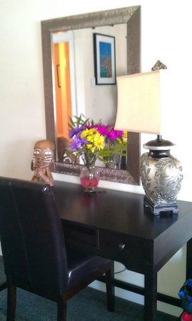 Bayshore Waterfront Inn : Fresh flowers