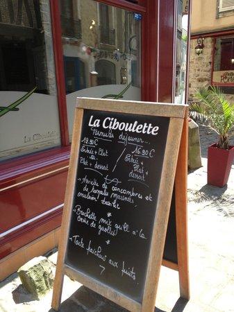 La Ciboulette : Devant le restaurant, affichage menu du 09/07/2013