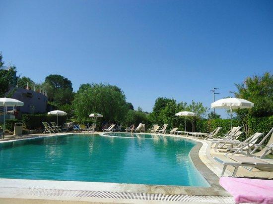 Terme del tufaro spa hotel reviews price comparison - Contursi terme piscine ...