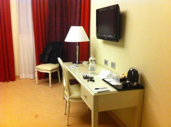 Just Hotel Lomazzo Fiera: scrivania