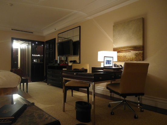 Breidenbacher Hof, a Capella Hotel : Entrance area as from sofa